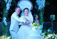Nhật Thủy nồng nàn hát tặng chồng hơn 14 tuổi trong ngày cưới