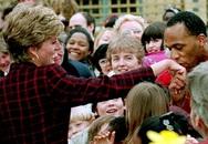 Công nương Diana không bao giờ đeo găng tay và đây là lí do