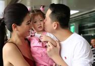 Trang Trần bế con gái ra sân bay đón chồng sau thời gian dài xa cách
