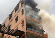 Hàng nghìn công nhân thắt lòng nhìn công ty may trong biển lửa
