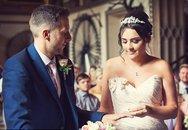 Chú rể bất ngờ liệt nửa người trước hôn lễ, 1 năm sau, cặp đôi cùng làm một việc khiến ai nấy ngỡ ngàng