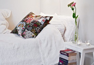 Những chiếc tủ đầu giường nhỏ xinh khiến bạn muốn rinh ngay về phòng ngủ nhỏ của mình