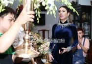 Lâm Khánh Chi diện áo dài nhung xanh dịu dàng, tất bật chuẩn bị cho hôn lễ ngày mai