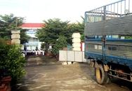 Cổng trường sập đè hai nữ sinh trong ngày nhập học