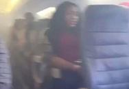 Vừa cất cánh 20 phút, máy bay bốc khói, hành khách la hét kêu cứu