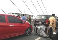6 xe ô tô tông nhau liên hoàn gây ùn tắc trên cầu Nhật Tân