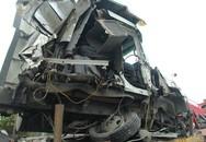 Tài xế thoát chết thần kỳ trong vụ tai nạn liên hoàn khiến xe container nát đầu