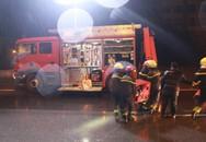 Hà Nội: 20 lính cứu hỏa giải cứu tài xế và phụ xe mắc kẹt trong cabin sau tai nạn trên đường Vành đai 3
