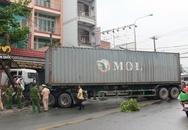 Xe container tông liên hoàn ở cửa ngõ Sài Gòn, bé trai tử vong