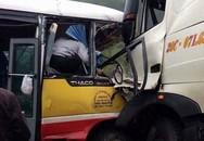 Xe buýt đâm xe tải trên cao tốc, một người chết