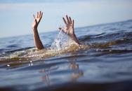 Tắm biển khi dã ngoại, thầy hiệu trưởng chết đuối
