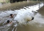 Tắm dưới hố nước sâu, 3 cháu nhỏ cùng chết đuối