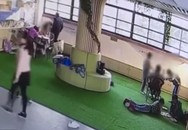 Thầy giáo Trung Quốc bắt học sinh ngửi chân vì coi đây là trò đùa