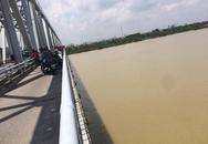 Thiếu nữ lên cầu Bến Thuỷ bỏ lại dép và xe đạp rồi nhảy sông, không ai kịp can ngăn
