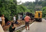 Thót tim với xe tải lơ lửng trên miệng vực đèo Bảo Lộc