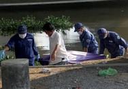 Người đàn ông nổi trên sông Sài Gòn