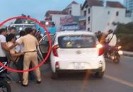 Trung tá CSGT bị tông gãy chân khi giải quyết va chạm ôtô