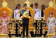 Sốc với cung điện lóa vàng và sự giàu có khủng khiếp của vị Quốc vương tự lái máy bay sang dự APEC