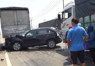Vợ chồng bị kẹp chặt giữa 2 ô tô gào khóc cầu cứu