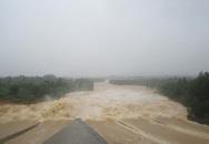 Nghệ An: Mở cửa đập hồ Vực Mấu, nhiều khu dân cư bị ngập