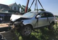 Xe Audi tiền tỷ lao xuống ruộng, 5 người may mắn thoát chết