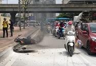Hà Nội: Xe ôm Grab bốc cháy dữ dội trên phố Đỗ Đức Dục