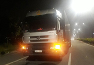 Xe container cán chết hai công nhân đi làm về