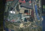 Xe khách mất phanh trên đèo, tài xế tựa vào xe container cứu 30 hành khách