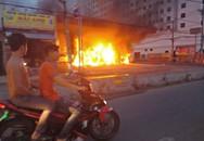 Cây xăng cháy dữ dội kèm nổ lớn, nhiều người vứt xe tháo chạy