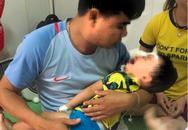 Xua tay đuổi chó becgie nhà nuôi, bé trai 2 tuổi bị cào cắn chi chít thương tâm