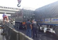 Người dân cạy cabin giải cứu tài xế bị mắc kẹt sau khi húc mạnh vào đuôi xe tải chạy cùng chiều