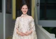 Hà Anh 'Bánh đúc có xương' không ngại vác bụng bầu đi học