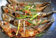 Cá nục rim tỏi ớt đậm đà, cay thơm bao nhiêu cơm cũng hết