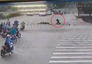 Nam tài xế thoát chết cực kỳ hy hữu sau khi bị xe tải đâm trực diện khiến chiếc xe máy nát bét