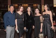 Chị em Hoa hậu Diệu Hân, Diệu Thuỳ đưa bố mẹ đi xem thời trang