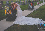 Cô dâu Mỹ chụp ảnh cưới một mình bên mộ chú rể