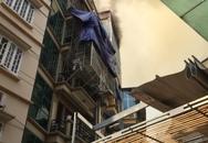 Hà Nội: Thắp hương cúng mùng 1, ngôi nhà trên phố Núi Trúc bốc cháy dữ dội