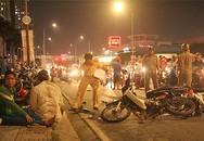 Ôtô tông loạt xe máy ở Sài Gòn, một người tử vong