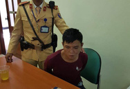Hà Nội: CSGT tóm gọn đối tượng nhiễm HIV cướp điện thoại của thiếu nữ trên phố