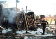Tai nạn kinh hoàng: Xe bồn chở xăng tông trụ điện làm cháy nhà dân, hàng chục người thương vong
