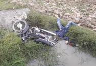 Phát hiện thi thể nam thanh niên chết dưới ruộng cùng xe máy
