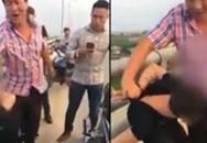 Thấy nam thanh niên đòi nhảy cầu tự tử nghi do vợ ngoại tình, người đàn ông qua đường liền kéo lại quát mắng và can ngăn