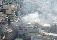 2 căn nhà liền kề bốc cháy dữ dội ở Sài Gòn, nhiều người bỏ chạy thoát thân