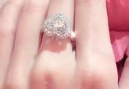 Cư dân mạng đặt dấu hỏi về sự xuất hiện của chiếc nhẫn kim cương mới trên tay Minh Hằng