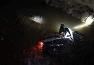 Phát hiện thi thể người đàn ông dưới cống nước, cạnh xe đang nổ máy