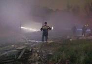 Kho chứa giấy rộng 300 m2 cháy rụi trong đêm