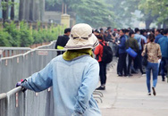"""Động thái ngược đời chưa từng có của """"cò vé"""" trước cổng Liên đoàn Bóng đá Việt Nam"""