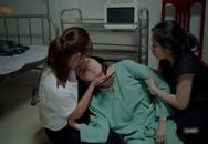 Hết hồn với 'sạn' y học trong Hậu Duệ Mặt Trời bản Việt: Khả Ngân 'chơi liều', bỏ khẩu trang tiếp xúc với người bị bệnh dịch