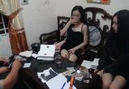 2 'hot girl' chạy xe máy đầu trần giữa đêm, bị bắt giữ vì tàng trữ ma tuý đá