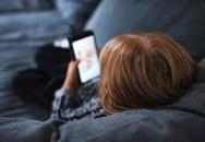 'Dỗ' con bằng điện thoại, bố mẹ coi chừng con bị trầm cảm